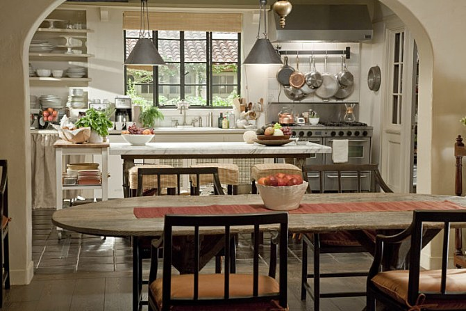 its-complicated-set-decor-dining