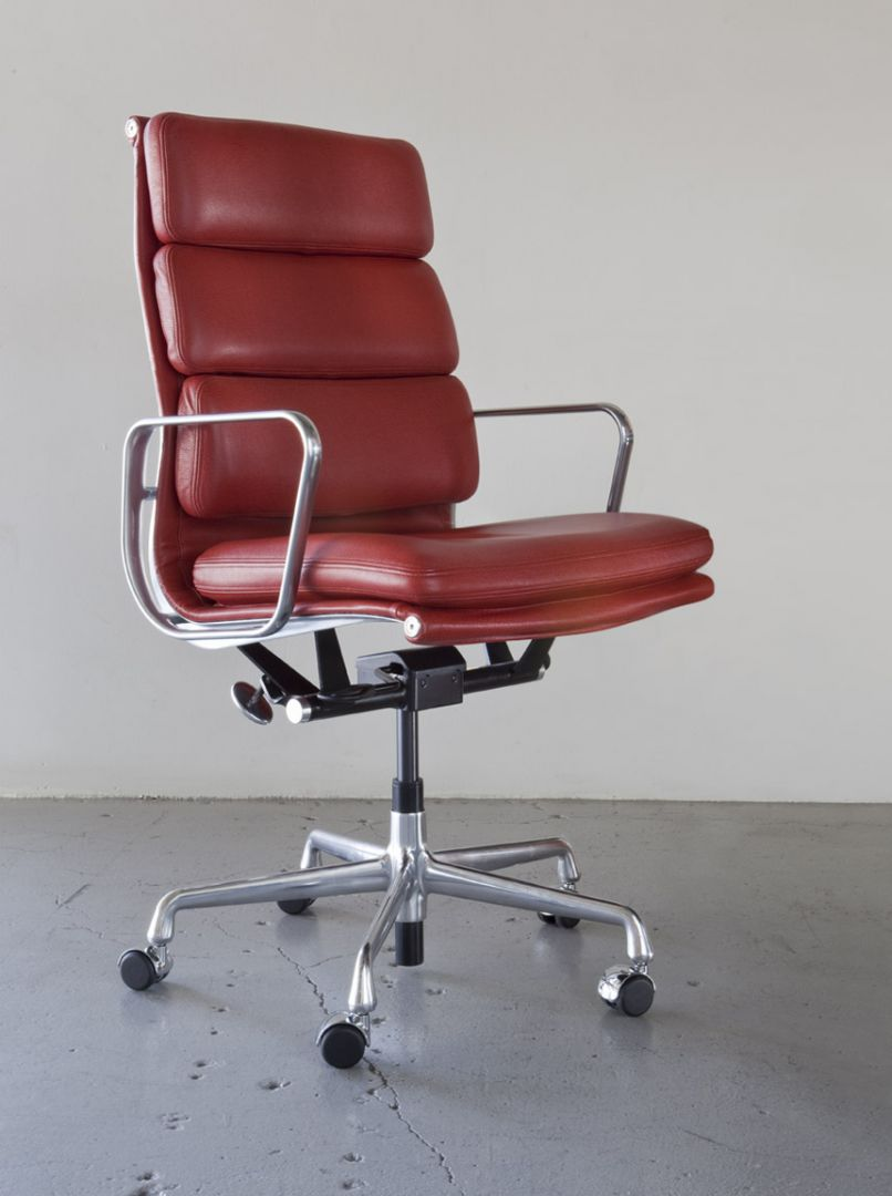 HermanMiller Eames Soft Pad Executive Chair  The