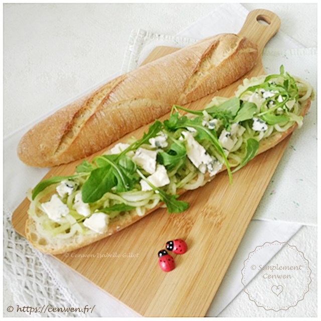 Sandwich au concombre, roquefort et roquette