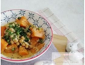 Curry de patates douces, pois chiches et petits pois - recette 100% végétale, très gourmande pour se régaler sans ruiner son porte-monnaie !