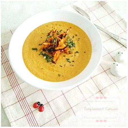 Velouté de carottes ~ la recette économique, facile et gourmande du velouté de carottes. A servir avec des chips de carottes pour un petit plus gourmand !