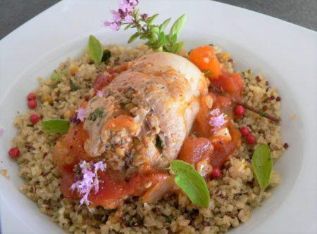 Pilons de poulet farcis, quinoa et concassée de tomates