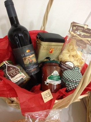 How amazing is this gift basket? Cuztomise your own today!