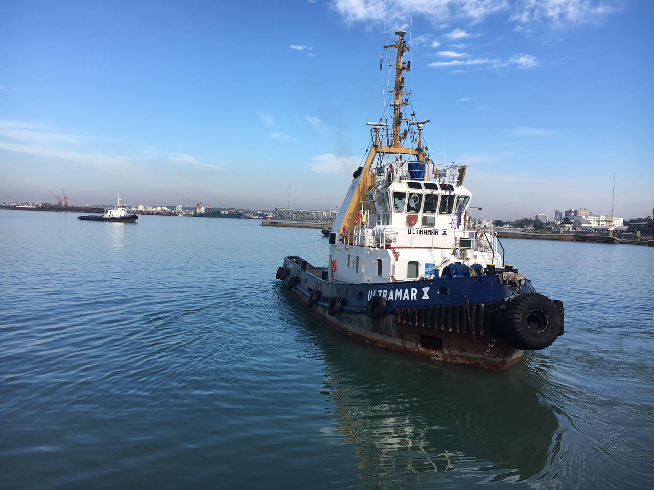 El puerto cuenta con un tercer buque remolcador