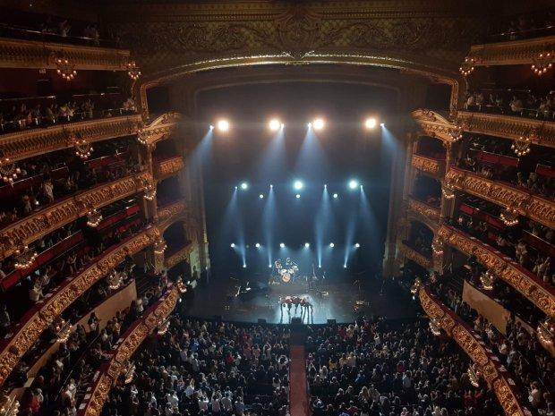 Ovación final a Luis Cepeda y su banda al final del concierto del Liceu