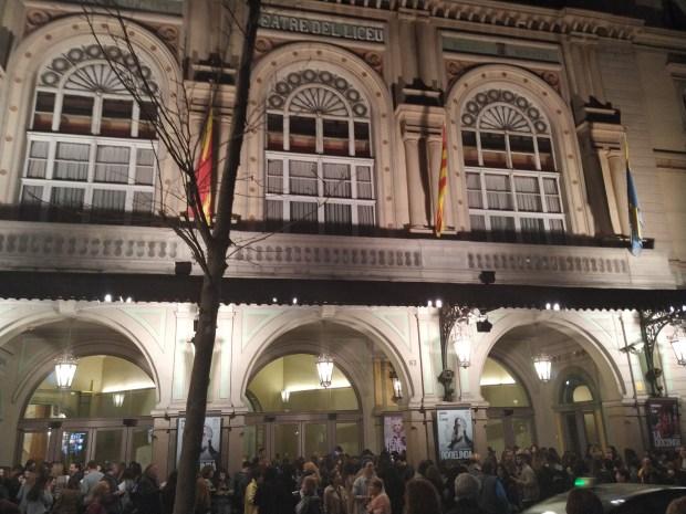 Las puertas del GRan Teatre del Liceu, en Barcelona, momentos previos al concierto de Cepeda el 9 de marzo de 2019