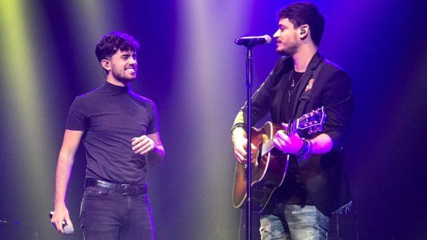 """Mikel Herzog y Cepeda interpretan """"Say You Won't Let Go"""" en el concierto de Barcelona en la Sala BARTS del 13 de febrero de 2019"""