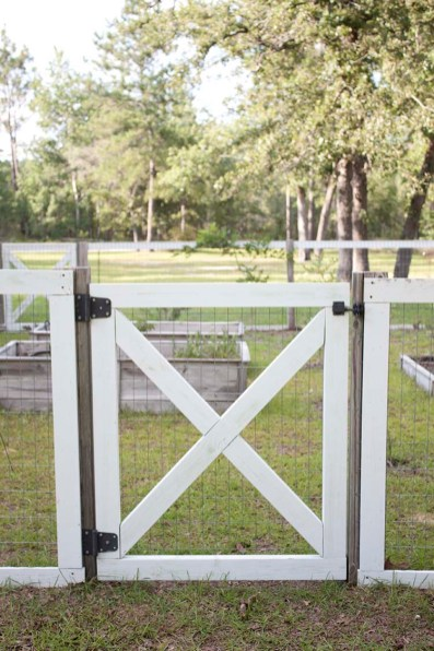 Farmhouse Style Diy Garden Fence Southern Revivals pertaining to ucwords]