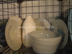 esmaltes brancos em ceramica decorativa