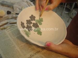 porcelana com detalhes em relevo