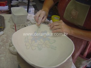 porcelana decorada com tecnica inlay