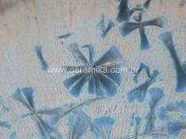 cristais detalhe no prato em ceramica