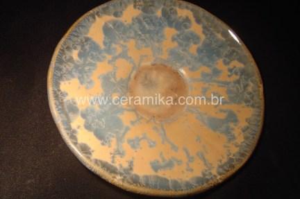 esmalte cristalino em prato ceramico