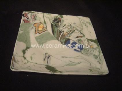 prato quadrado em porcelana artesanal