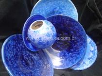 ceramica com cristais azuis