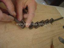 modelando detalhes em argila