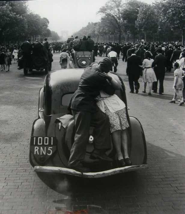 the-most-romantic-kisses-captured-in-the-early-years-of-the-20th-century-3
