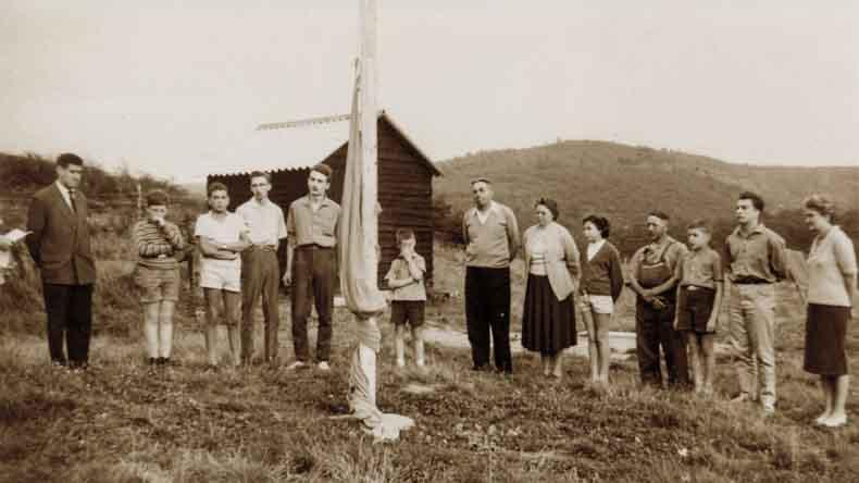 c'est un camp naturaliste qui a implanté les CNB à Vierves.