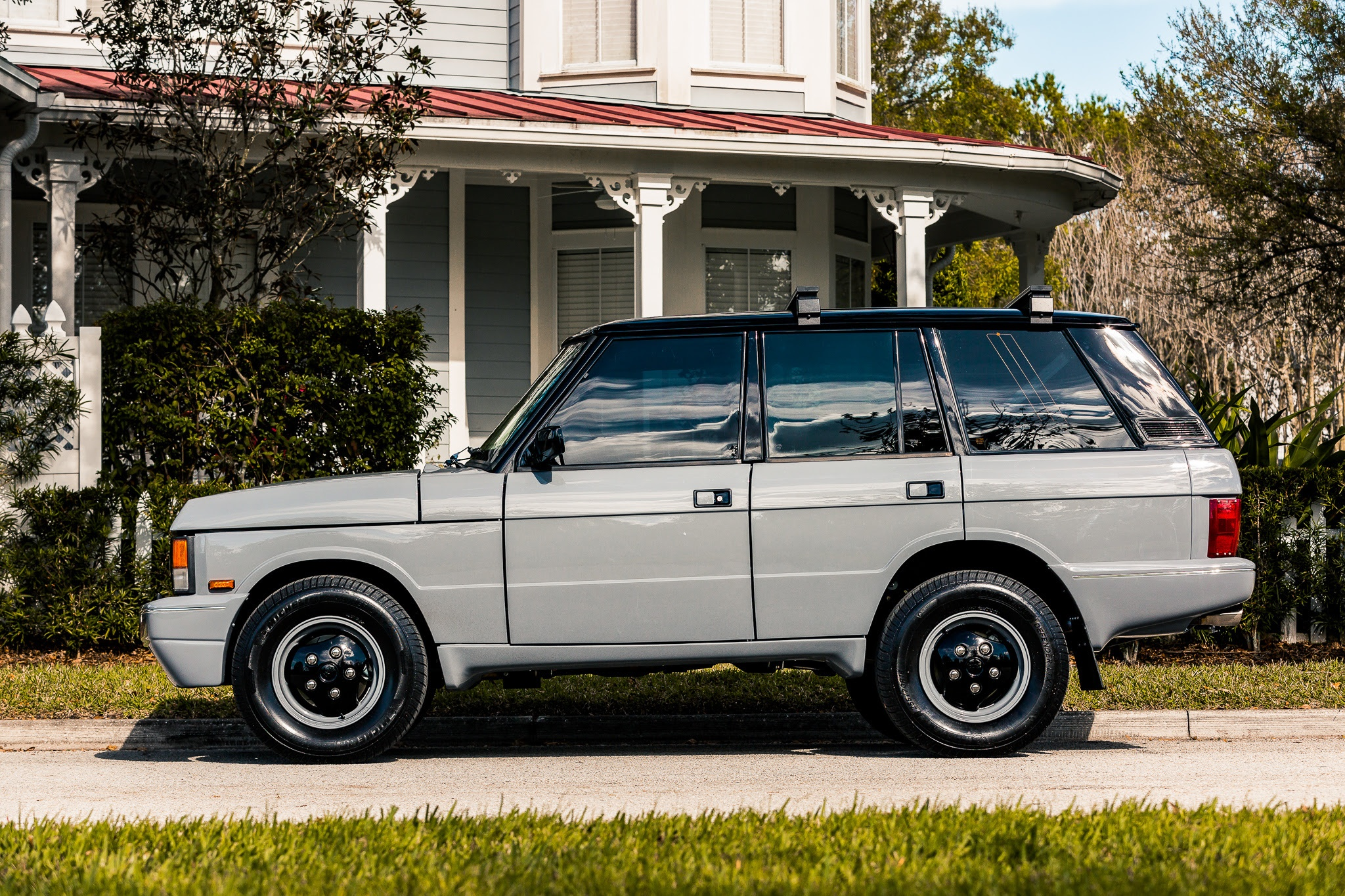 Stunning Range Rover Classic Twr Edition Finished In Popular Nardo Grey Unveiled By E C D Automotive Design Cerebral Overload