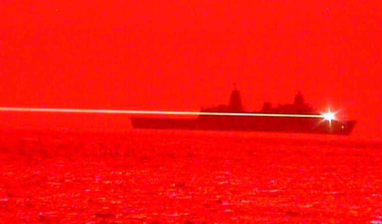 Marina de Estados Unidos libera cortometraje de un Arma Láser derribando un dron