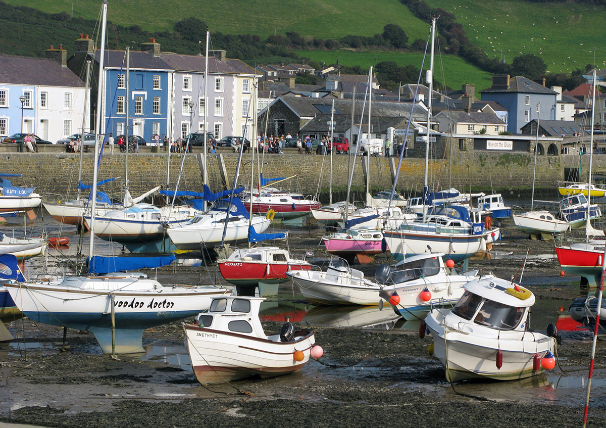 Aberaeron Harbour Boats - Discover the archaeology, antiquities and history of Ceredigion