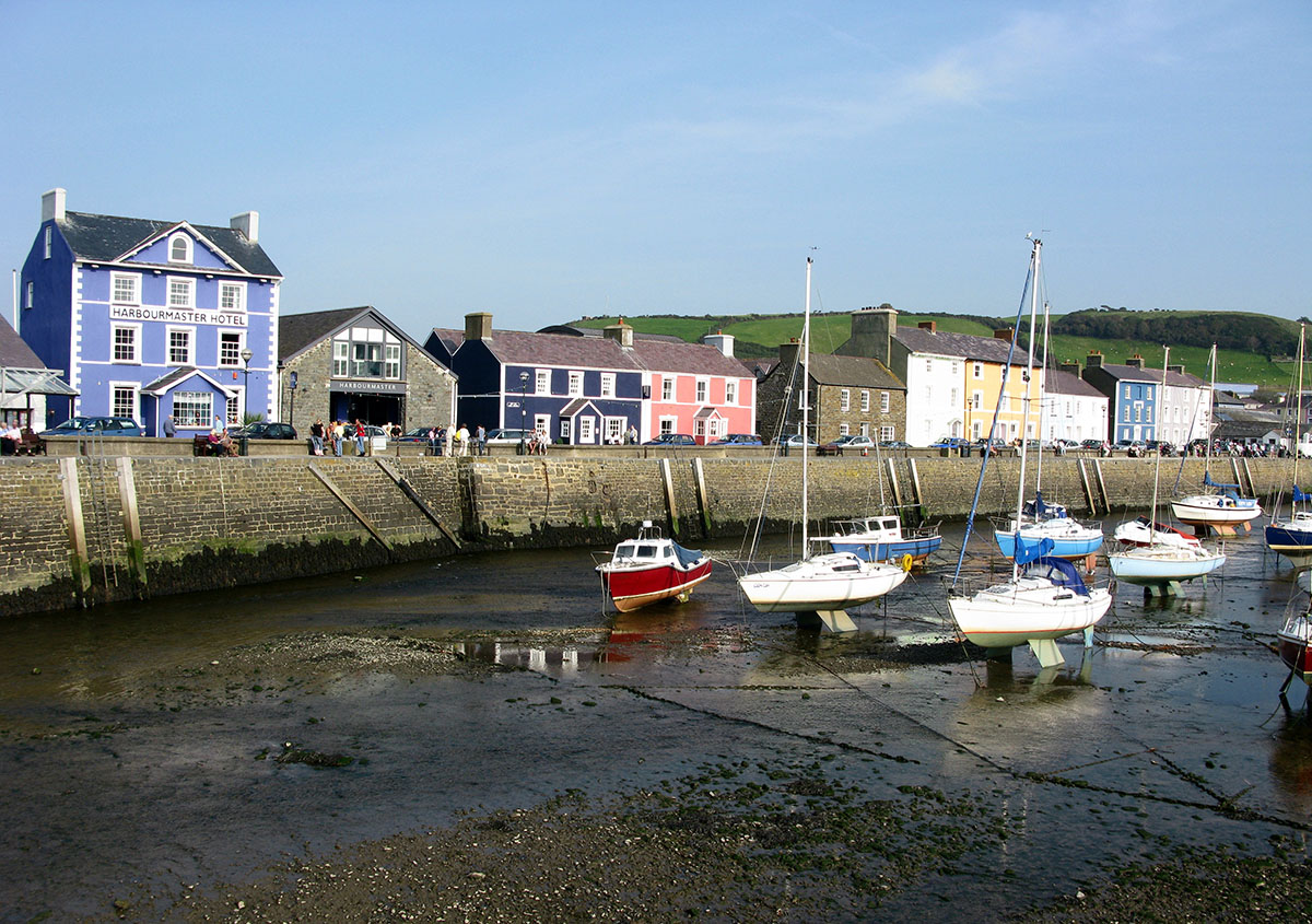 Aberaeron Harbour at low tide - Discover the archaeology, antiquities and history of Ceredigion