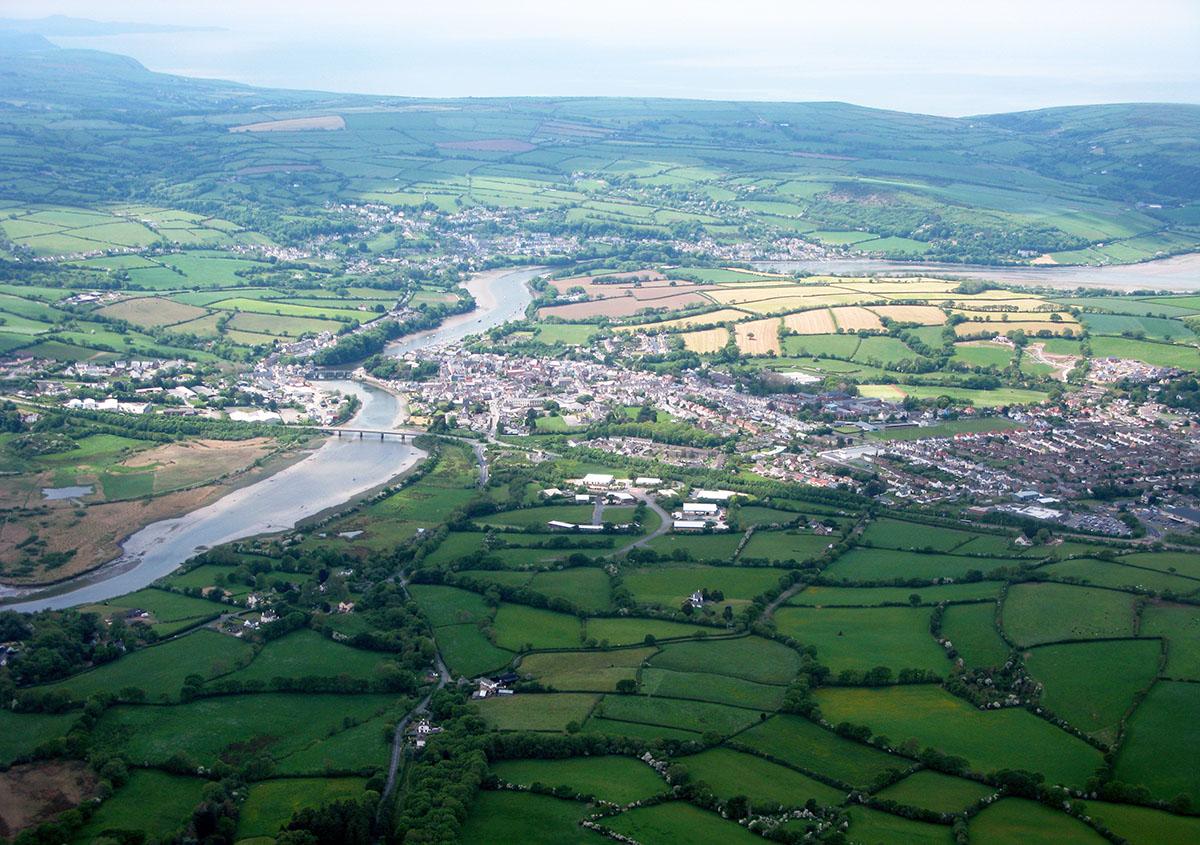 Hanes Aberteifi - Darganfyddwch archeoleg, hynafiaethau a hanes Ceredigion