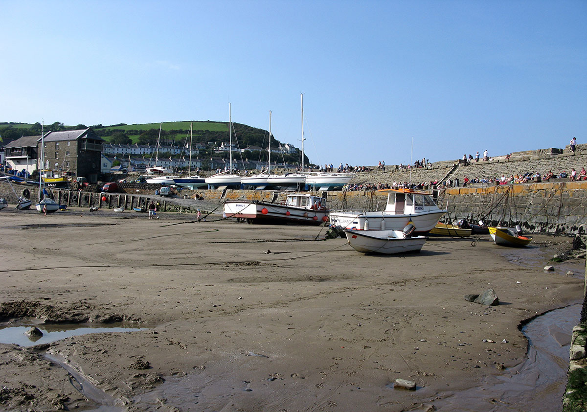 New Quay Harbour Pier - Discover the archaeology, antiquities and history of Ceredigion