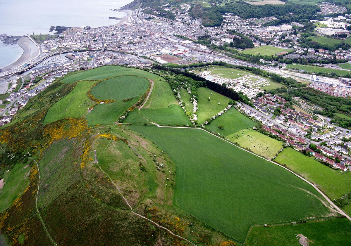 Pendinas Hillfort Aberystwyth - Darganfyddwch archeoleg, hynafiaethau a hanes Ceredigion