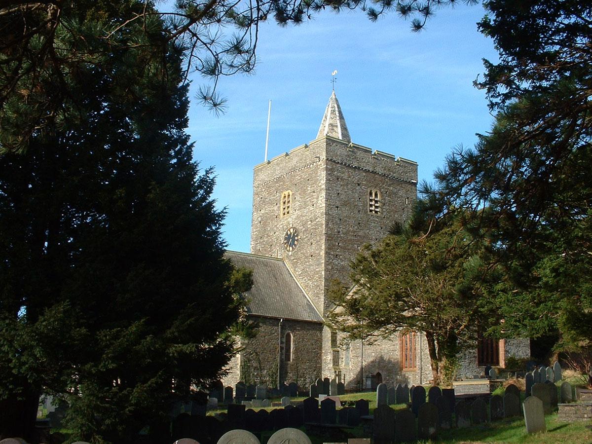 Eglwys Llanbadarn Fawr, Aberystwyth - Darganfyddwch archeoleg, hynafiaethau a hanes Ceredigion