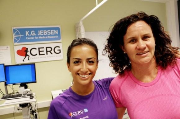 Atefe Tari og Fiona Gunn på treningslabben til CERG