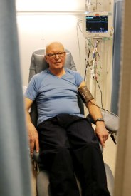 Einar lauritsen får målt blodtrykket