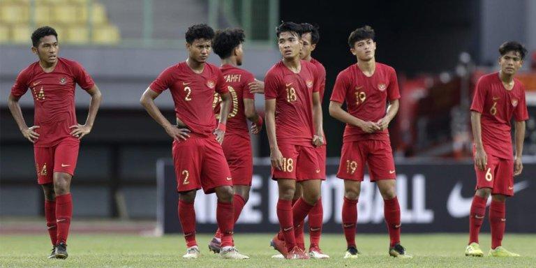 Pemain Timnas Indonesia U-22 Jalan Kaki untuk  ke Stadion