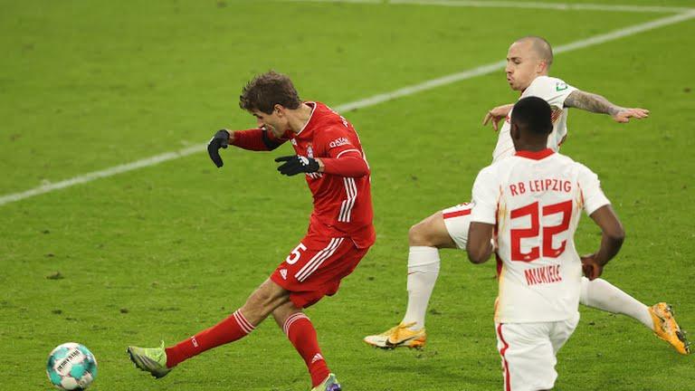 Brace Thomas Muller Selamatkan Bayern Munchen dari Kekalahan Atas RB Leipzig