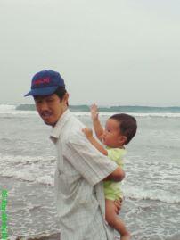 030(Suatu Hari di Sebuah Pantai)