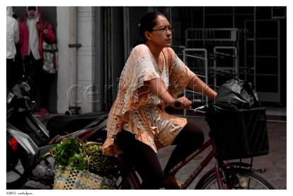 sepeda sebagai alat transportasi masih sering digunakan warga pekalongan