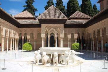 salah-satu-istana-di-alhambra-granada