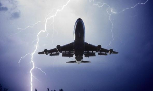 Pesawat tersambar petir