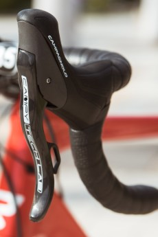 campagnolo_campy-tech-labs_road-disc-brake_sneak-peek_07_lever-profile