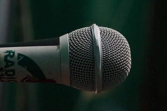 mic-906237_640