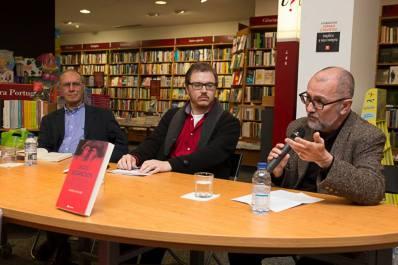 O editor Manuel S. Fonseca intervém no lançamento do livro. (Foto: Pedro Varela)