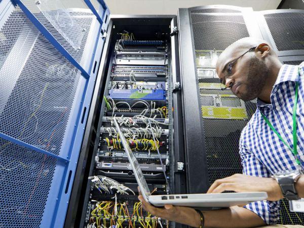 Cisco CCNA VS CompTIA Network+: A Comparison