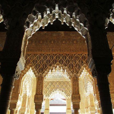 Arcos en La Alhambra de Granada, España