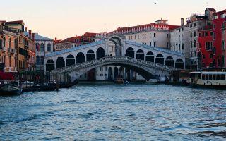 Puente Rialto en Venecia, Italia