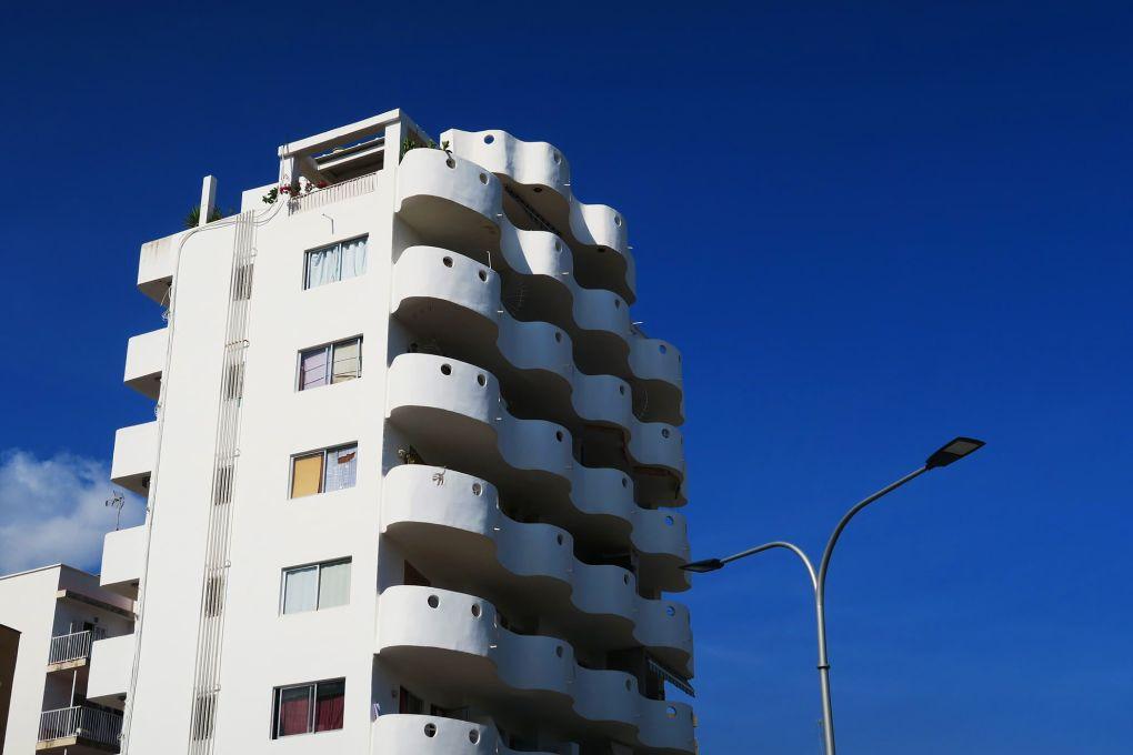 Edificios blancos en Palma de Mallorca, España
