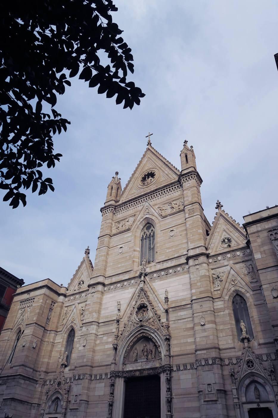 La Catedral de Santa María Asunta en Nápoles, Italia