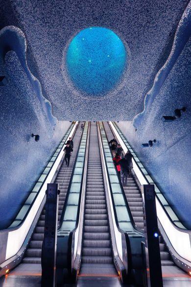 La estación de metro Toledo en Nápoles, Italia
