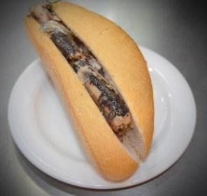 Bocadillo de sardinas en aceite
