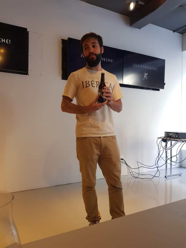 Pablo Miguel presentando cervezas Ibérica