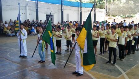 Homenagem dos alunos do CESF à Independência do Brasil e aos 253 anos de Valença do Piauí.